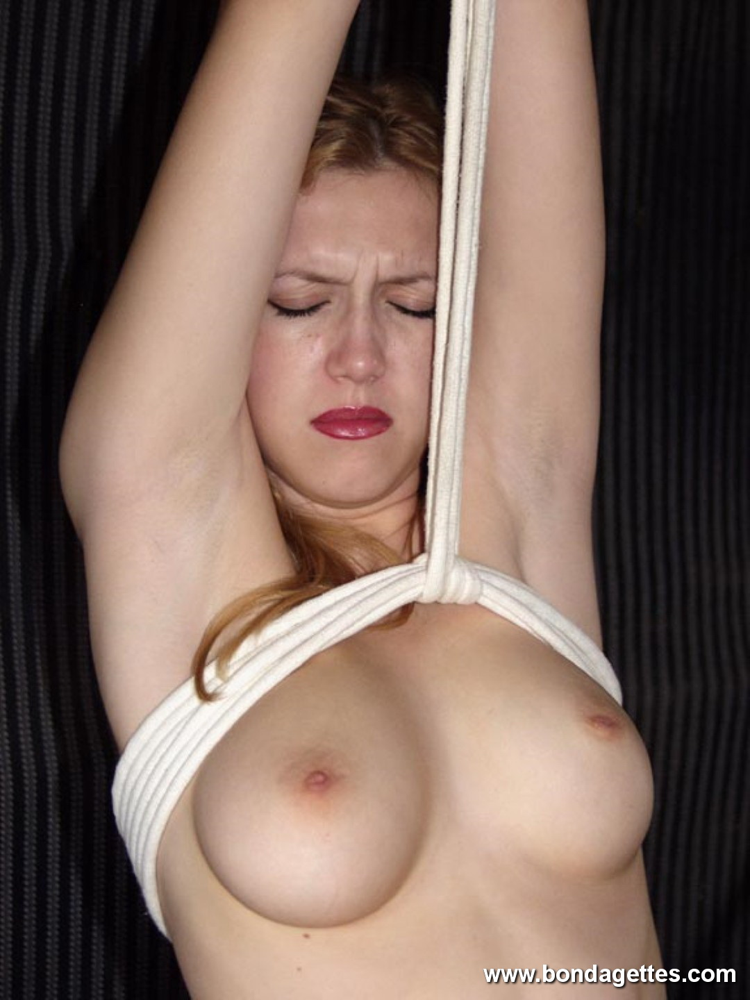 Isanne In Ropes