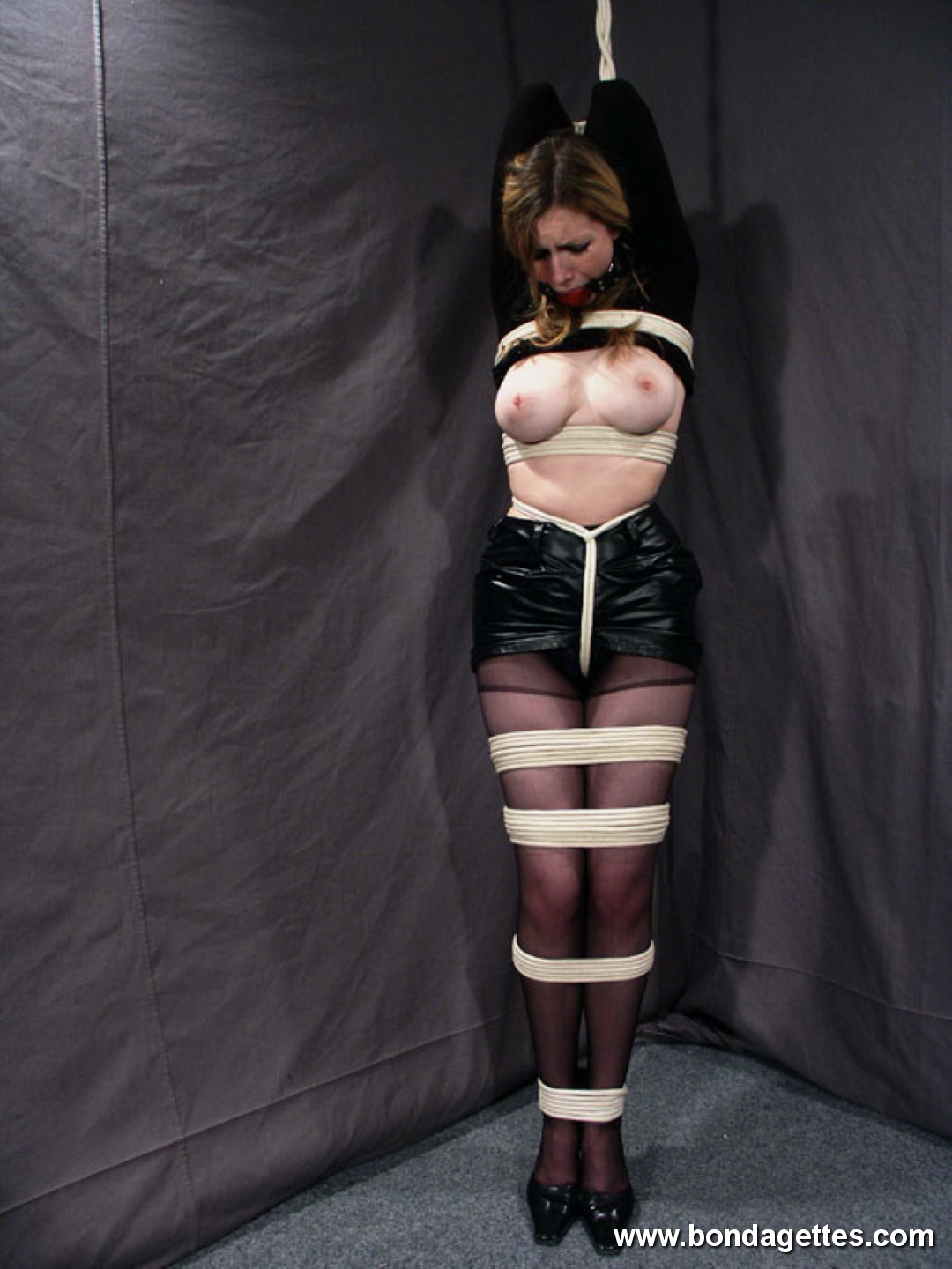 British Slave Girl In The Dungeon Xtremely
